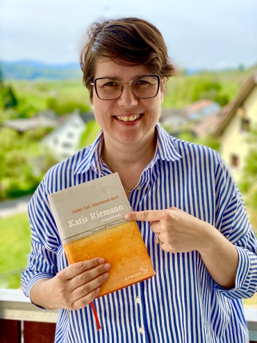 """Jeder hat. Niemand darf."" Buchempfehlung // ""Everyone has. No one shall."" Book Recommendation"